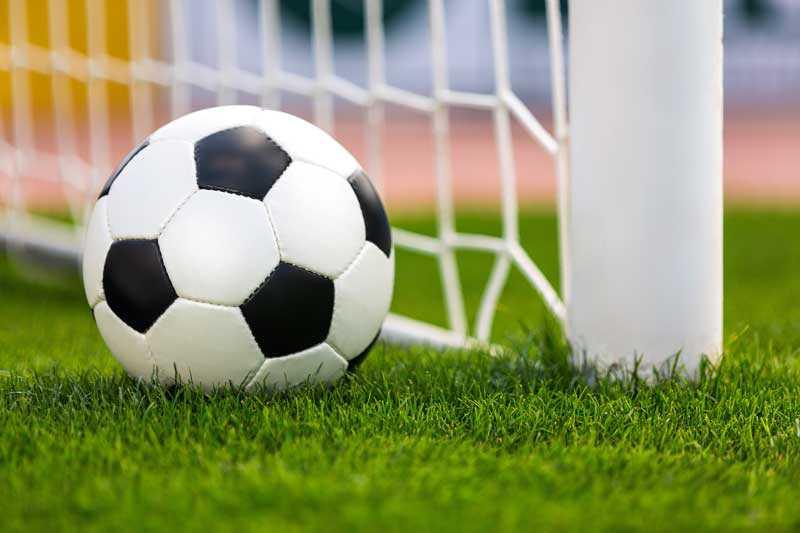 Có nên chơi cá cược bóng đá hay không?